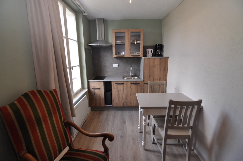gites-appartement-napoleon-keuken-eettafel